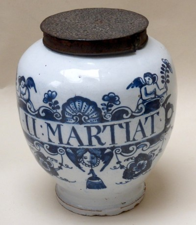 English Delftware blue and white dry drug jar